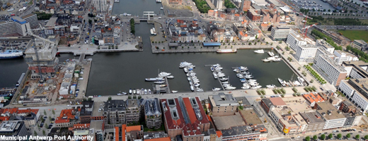 Aerial photograph of Willem dock and Kattendijk dock. Willem dock is now used as a yacht basin. To the right of the dock a.o. the Entrepot building and the present Port house. At the top to the right, Kempisch dock also used as yacht basin by Sodipa.