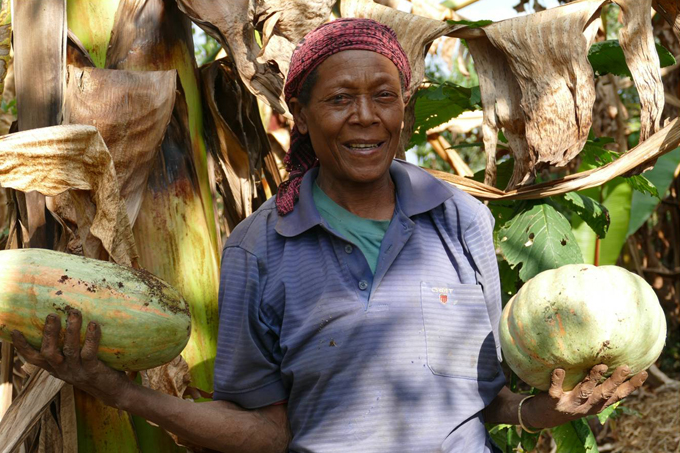 Promoting climate adaptive crops while supporting female farmers. - photo: Angelika Berndt